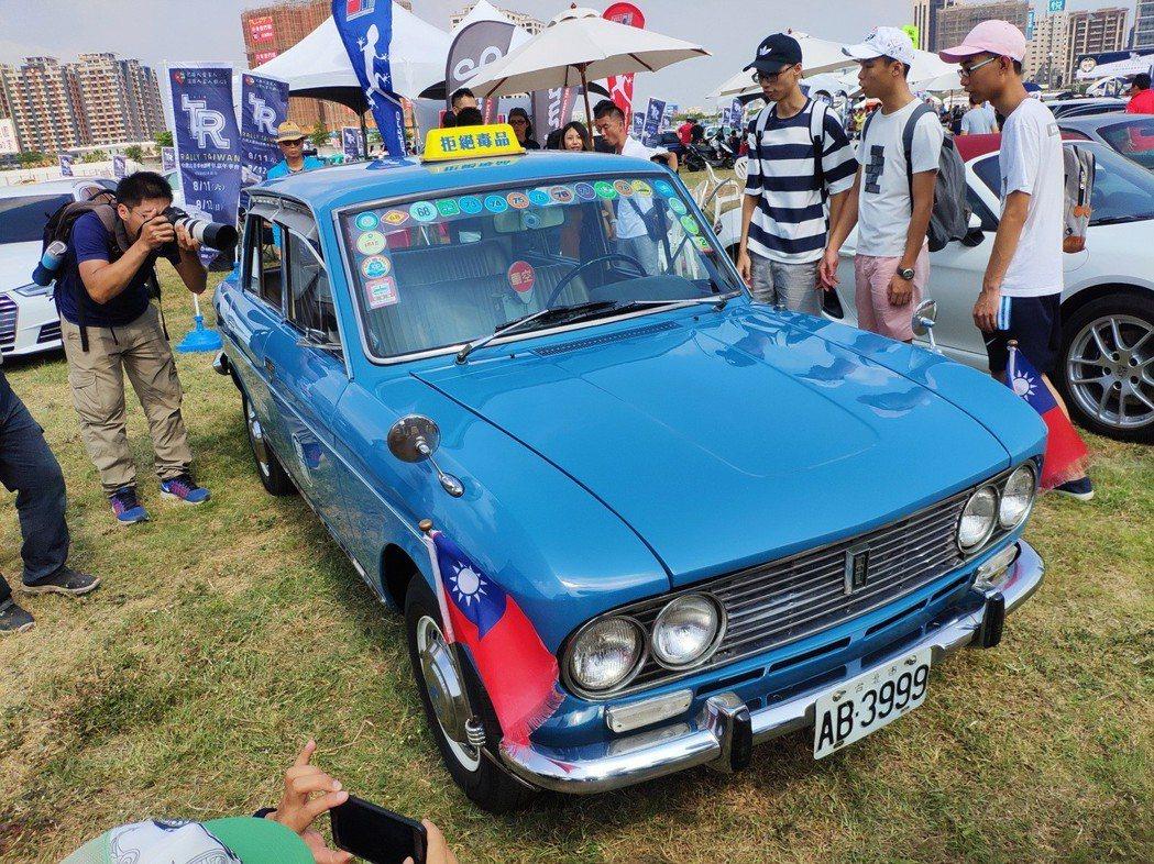 裕隆青鳥第三代(YLN-704)國產古董計程車。 康晏棋/攝影