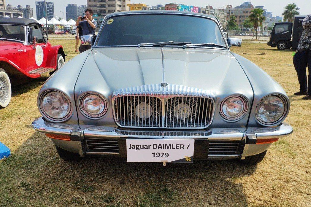 Jaguar Daimler Double-Six 1979的優雅車身造型,時至今日還是讓人百看不厭。 康晏棋/攝影