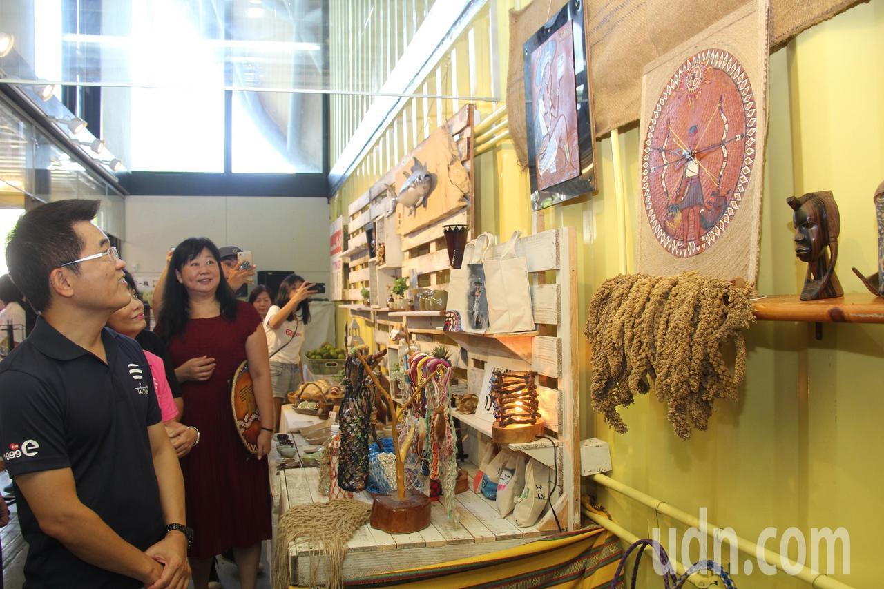 「Maker Store #5」店裡提供包括孩子們畫作設計的產品、小農產品及陶藝...