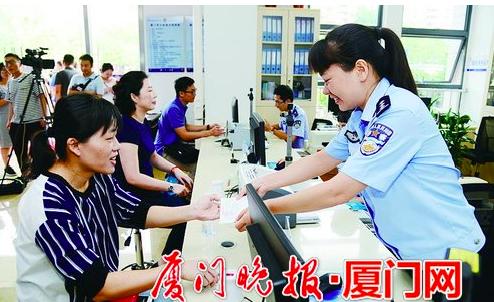 廈門市台商協會指出,在廈生活、就業和學習的8,000多名台灣居民將要申請居住證。...