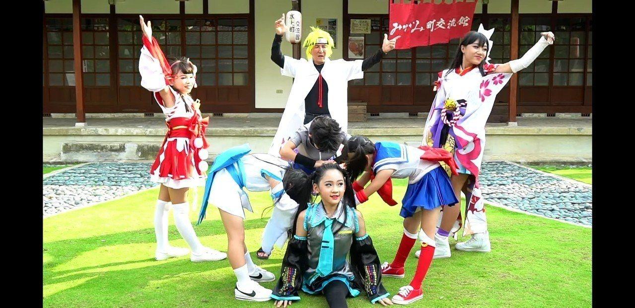 台南市長參選人林義豐在新的宣傳影片中換上cosplay忍者新造型。記者修瑞瑩/翻...