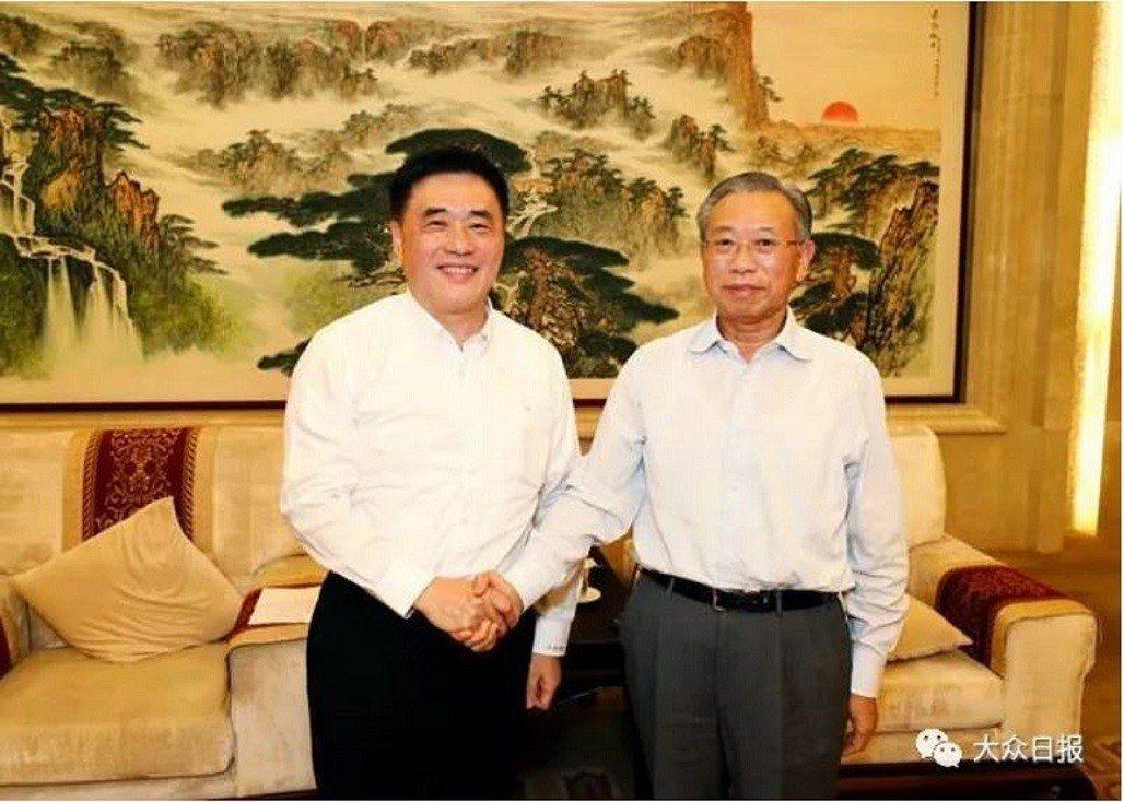 山東省委書記劉家義(右),30日會見國民黨副主席郝龍斌(左)。 圖/取自大眾日報