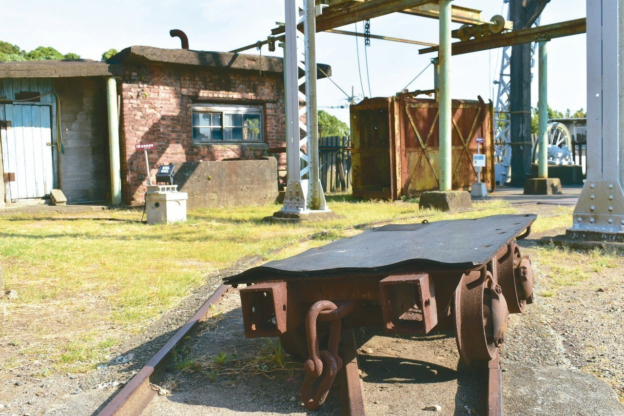 雖然現在已經停止運作,但走在宮原坑中,不難想像過去的礦工辛勞工作的模樣。 記者魏...