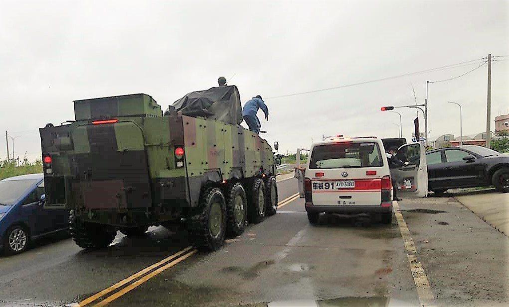 823水患期間,國軍進入災區協助災民就醫。 記者卜敏正/攝影