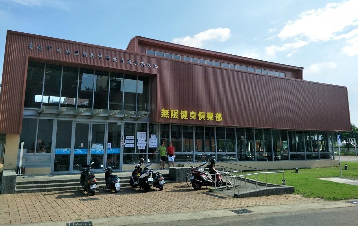 台南麻豆國中溫水游泳池招標終成功,對外營運。記者謝進盛/攝影