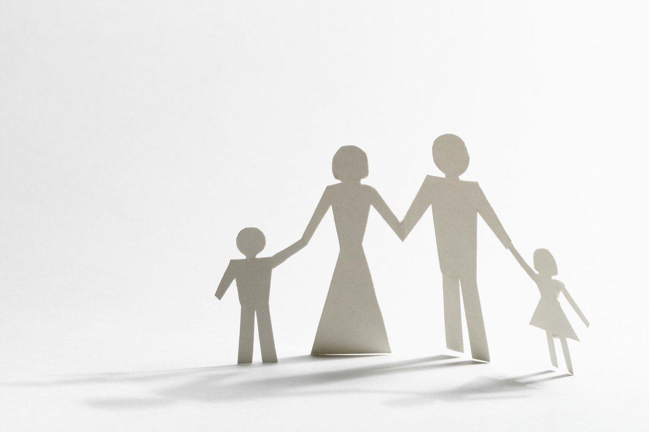 國內調查發現,孩子較願向開明的爸媽傾訴心事,這是因為開明的父母會傾聽孩子心聲、想...