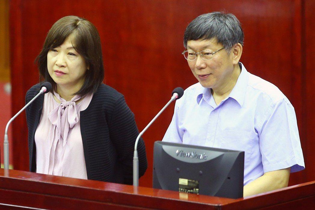 北市府前副秘書長李文英(左),在民進黨提出台北市長參選人後,選擇離開市府。 圖/...