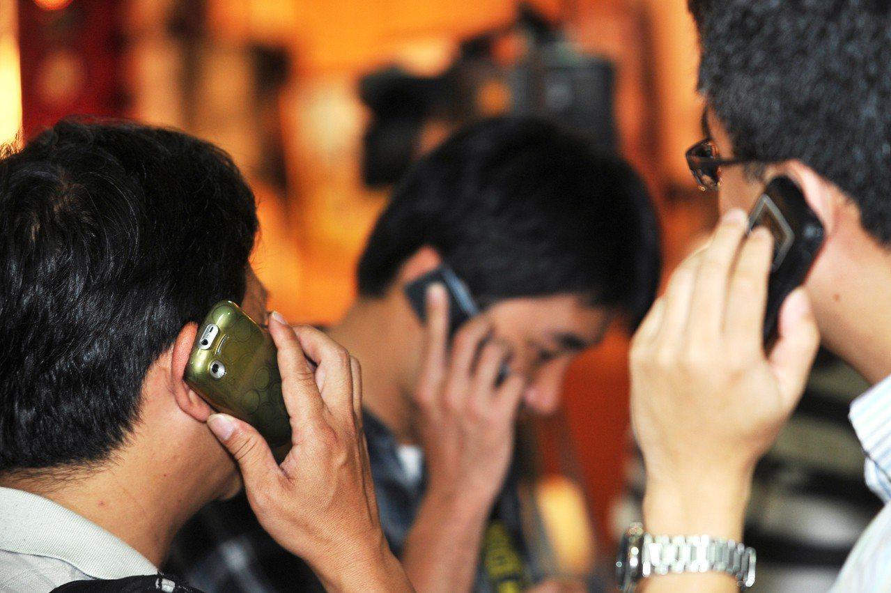 根據統計資料,今年上半年國內電話去話分鐘數減少12.5%,國際電話更是減少22....