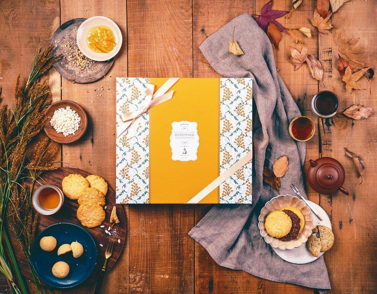 「秋果禮盒 」除了經典八大口味餅乾,亦含中秋限定米香麻豆文旦餅乾。 Aunt S...