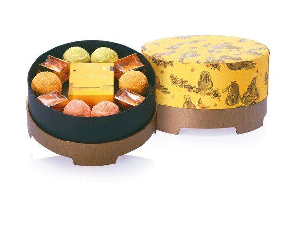 采采食茶今年再推出兩款以茶入味的月餅,分別是紅玉洛神花酥,以及包種茶奶黃酥,口味...