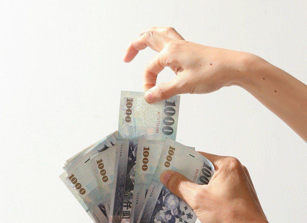 納稅人注意,基本生活費扣除額公式增加了身心障礙、教育學費、幼兒學前、儲蓄投資四項...