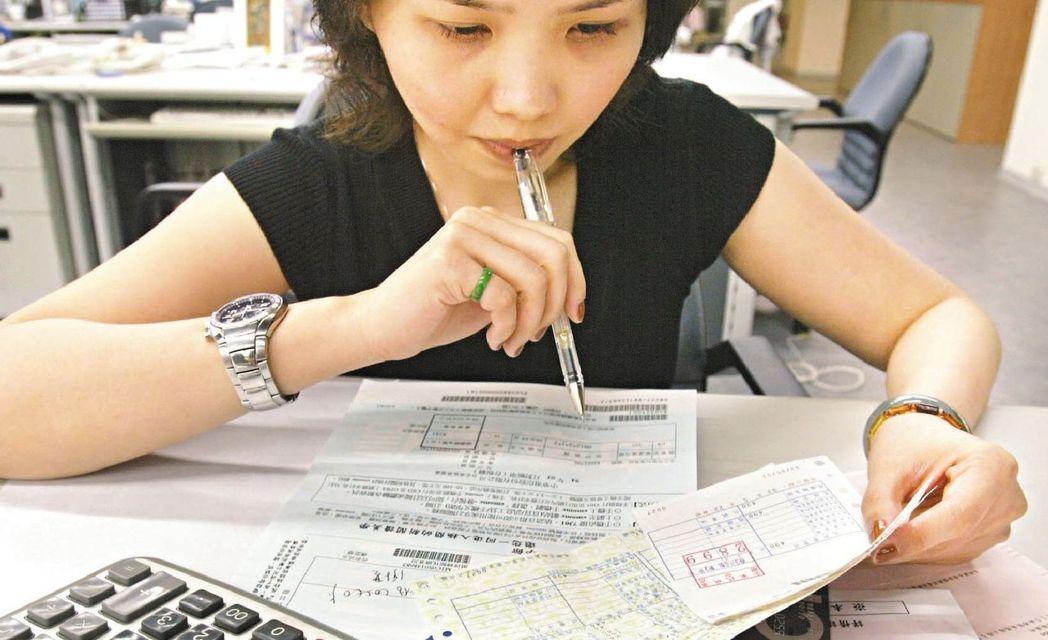 財政部預告要修訂「基本生活費」扣除額公式,年底前公布,可望有149萬多戶適用。 ...