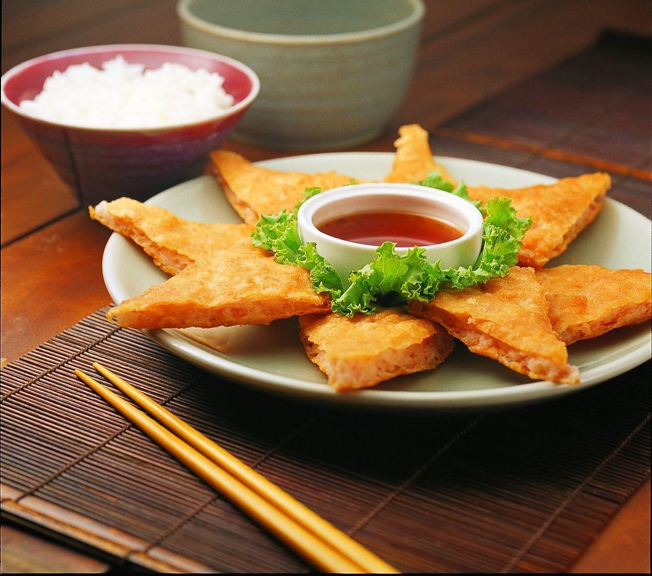 圖為瓦城經典料理之一月亮蝦餅。瓦城泰統提供