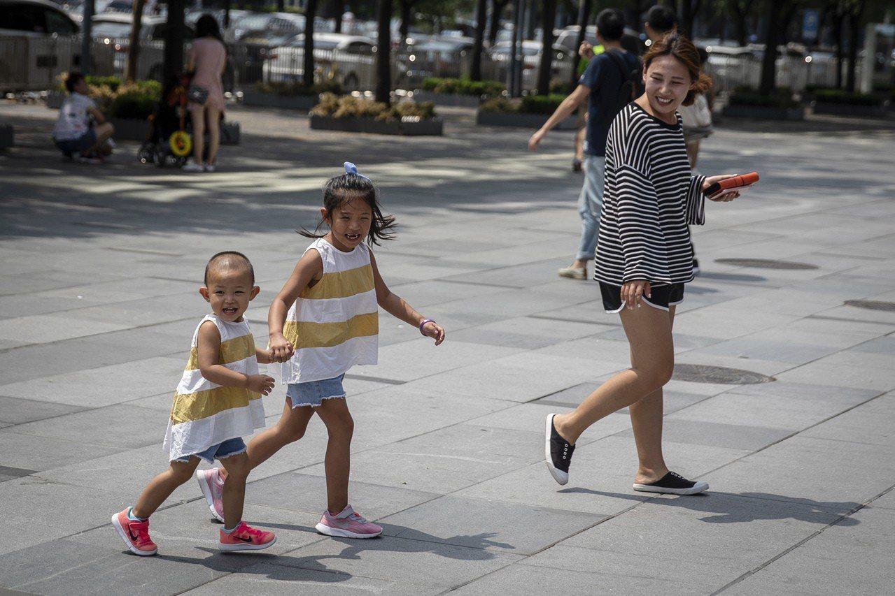 中國大陸擬全面開放生育限制。 歐新社