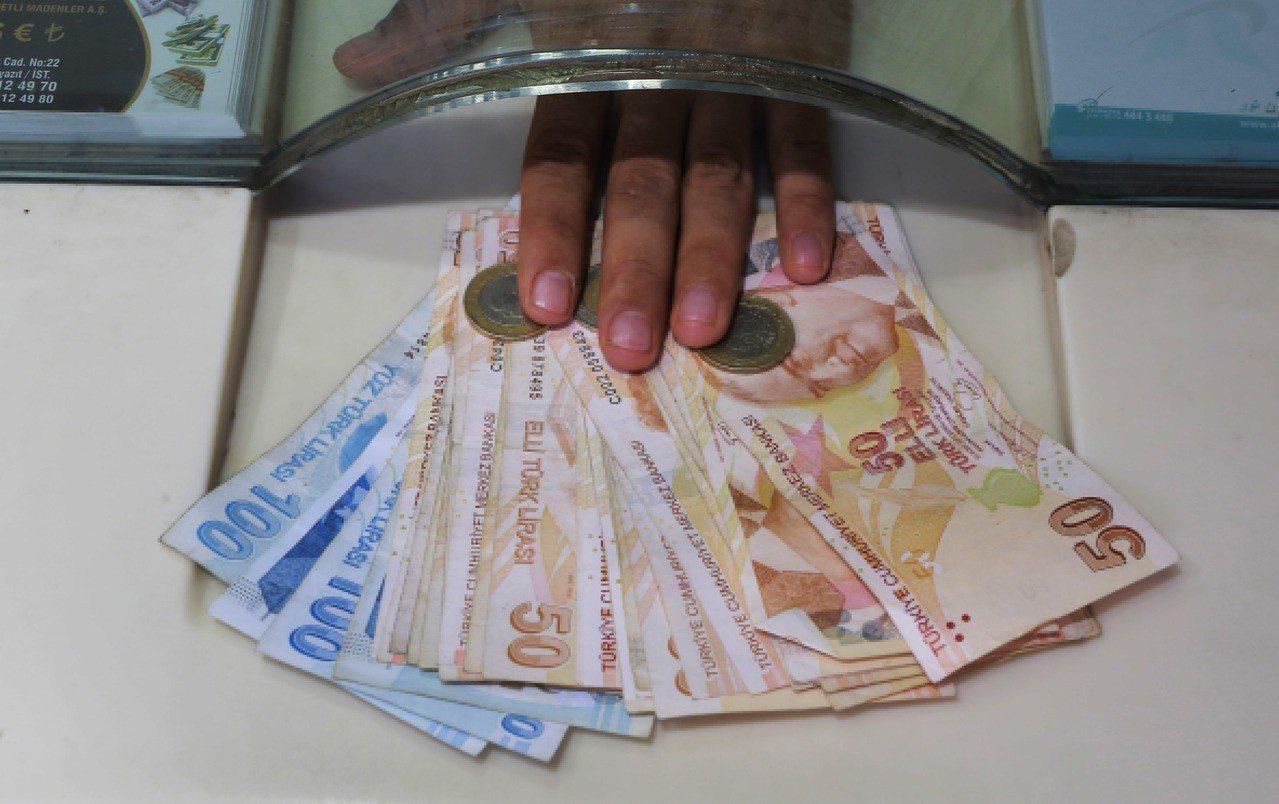 土耳其8月通膨率衝上近18%,反映出8月土耳其里拉兌美元大貶的影響。 美聯社