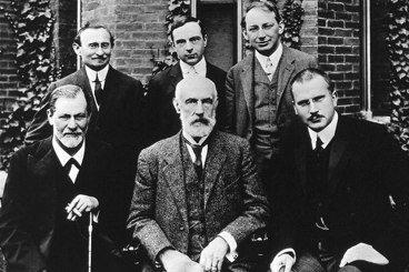 如何以集體潛意識解釋梗圖?佛洛伊德與榮格的理論衝突嗎?