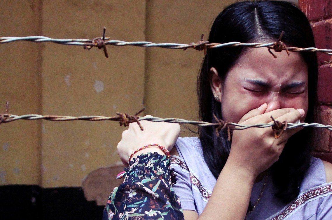 得知丈夫判重刑之後,當庭痛哭的喬索歐夫人。 圖/路透社