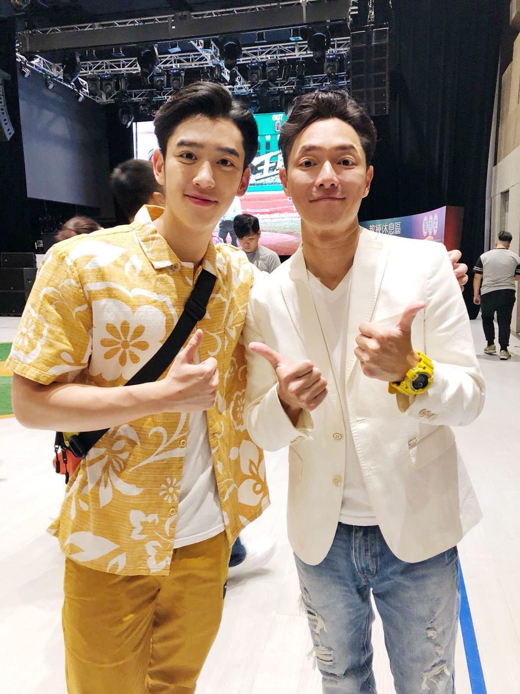 陳慕參演電影「王牌教師麻辣出擊」和謝祖武(右)合影。圖/經紀人提供