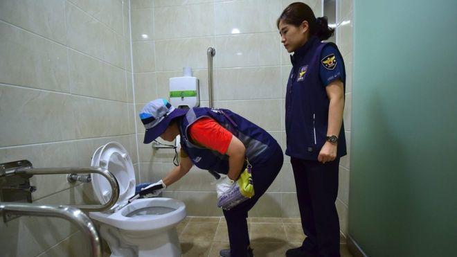 南韓首爾將再增加8千名巡邏員,對所有公廁進行每日檢查,以偵測是否有偷拍鏡頭。法新...
