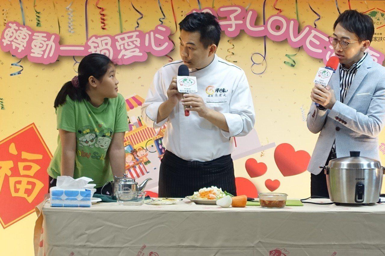 台北家扶針對扶助的1500戶家庭進行餐食研究調查發現,弱勢家庭每月在飲食開銷上佔...