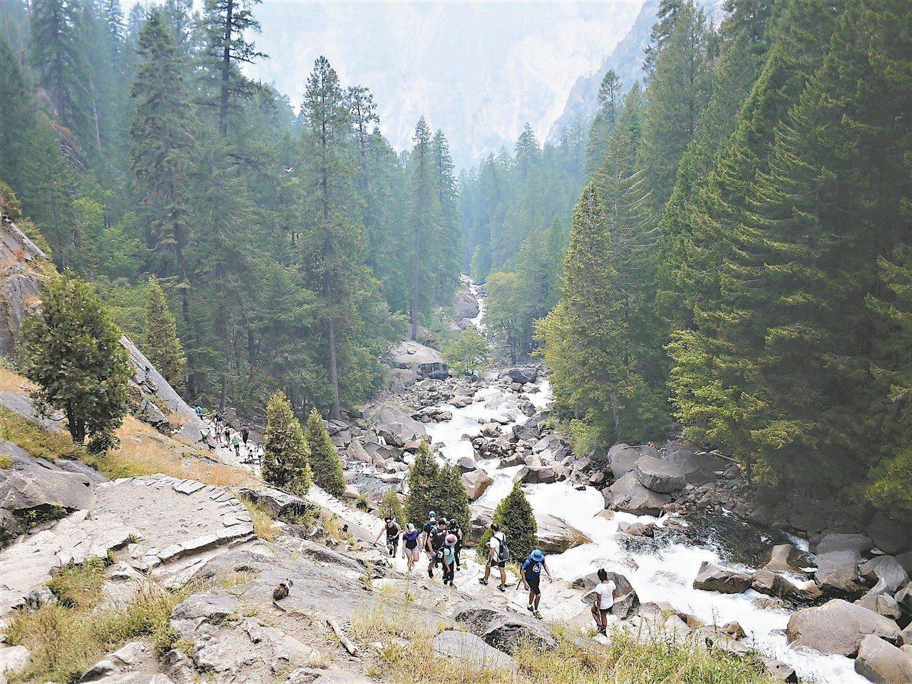 優勝美地步道,自然風光令人歎為觀止。 圖/有行旅提供