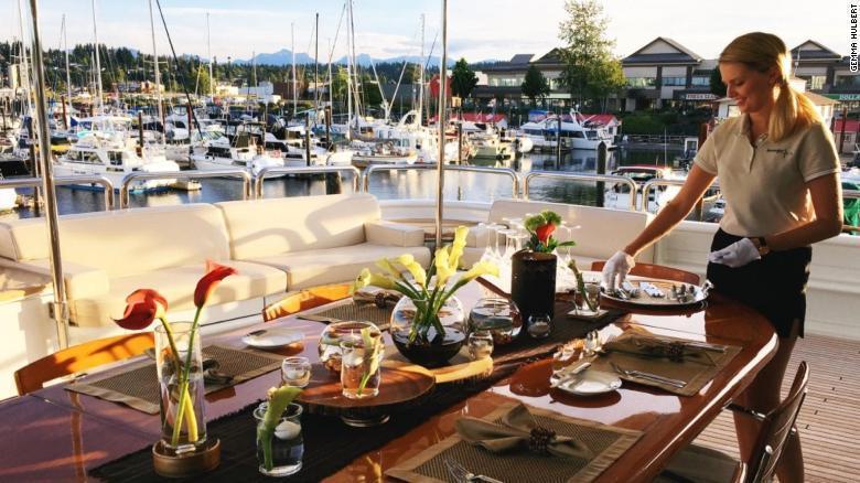 照料三餐是遊艇女管家基本工作之一。 圖/翻攝CNN