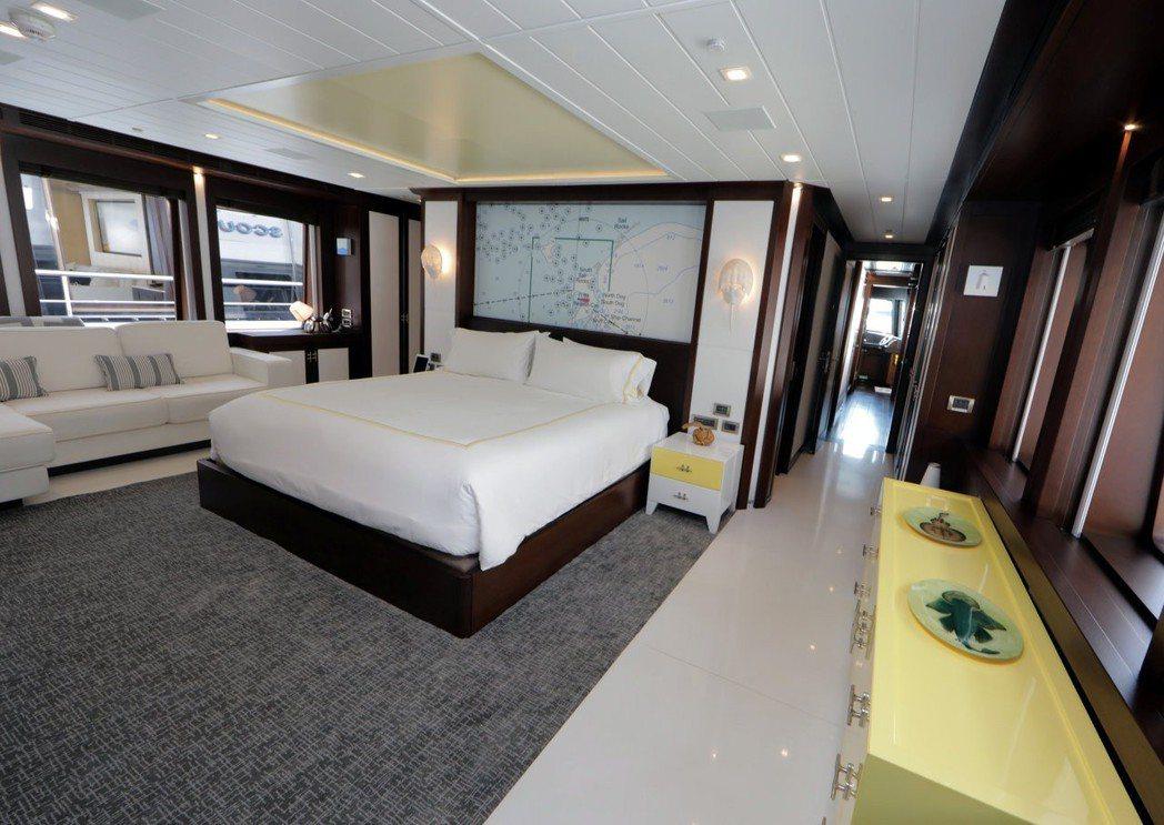 超級遊艇的內部裝潢有如高級別墅。 路透