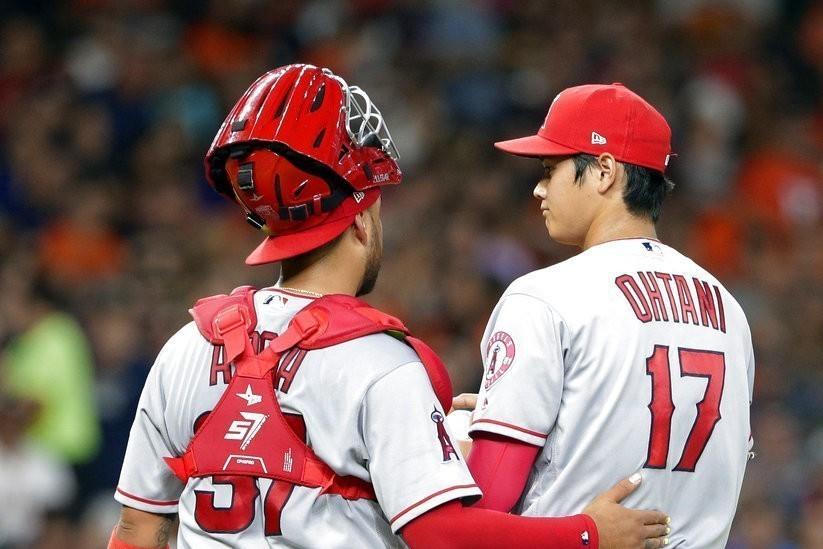 大谷(右)回覆手肘有點痠,不過是比賽完的正常現象,天使球團也正面看待,繼續先發無...