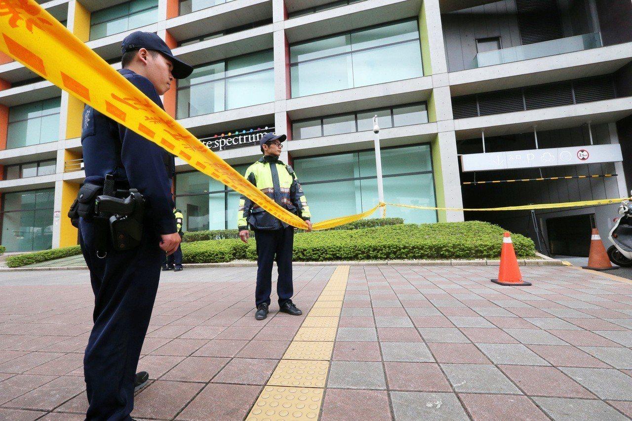 松菸文創大樓去年起發生3波槍擊案,台北地檢署認定土方業者魏文波,為覬覦富邦建設的...