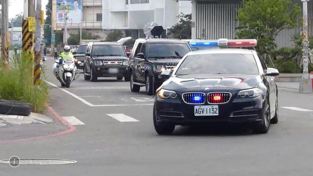 正副元首車隊前方會有警方前導車開道,彰化縣警局有2輛BMW警車擔任前導車,時時維...
