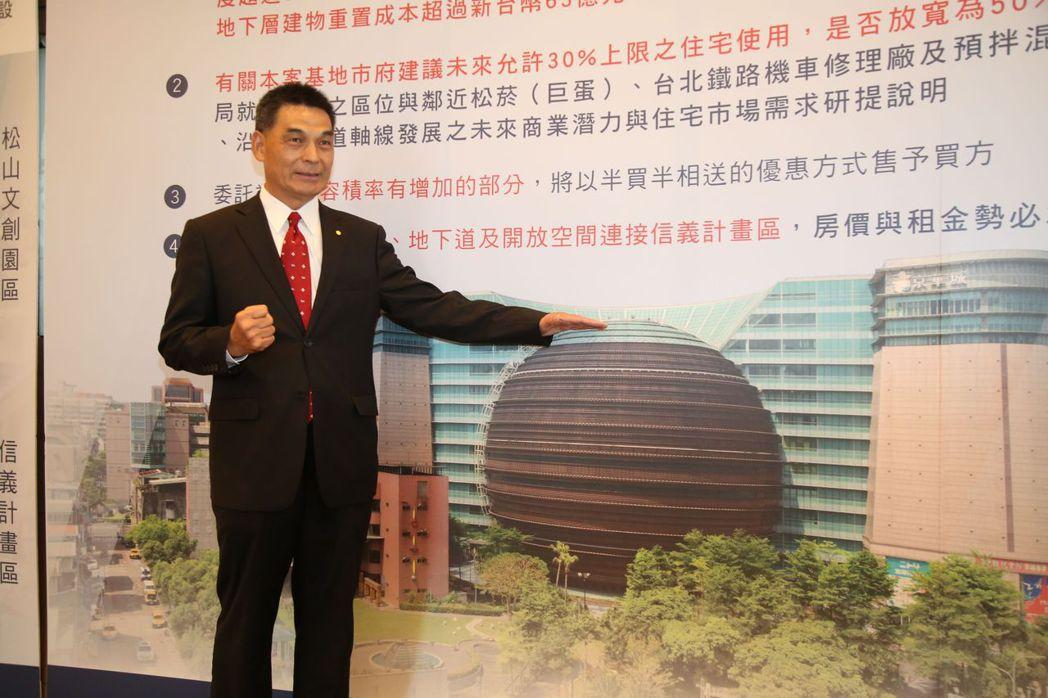 戴德梁行總經理顏炳立對台北京華城國際招標相當有信心  毛洪霖/攝影