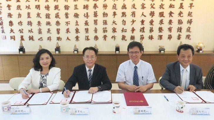 中國科大引介華南永昌證券與富邦人壽企業與育達高職簽訂實習合約。 校方/提供