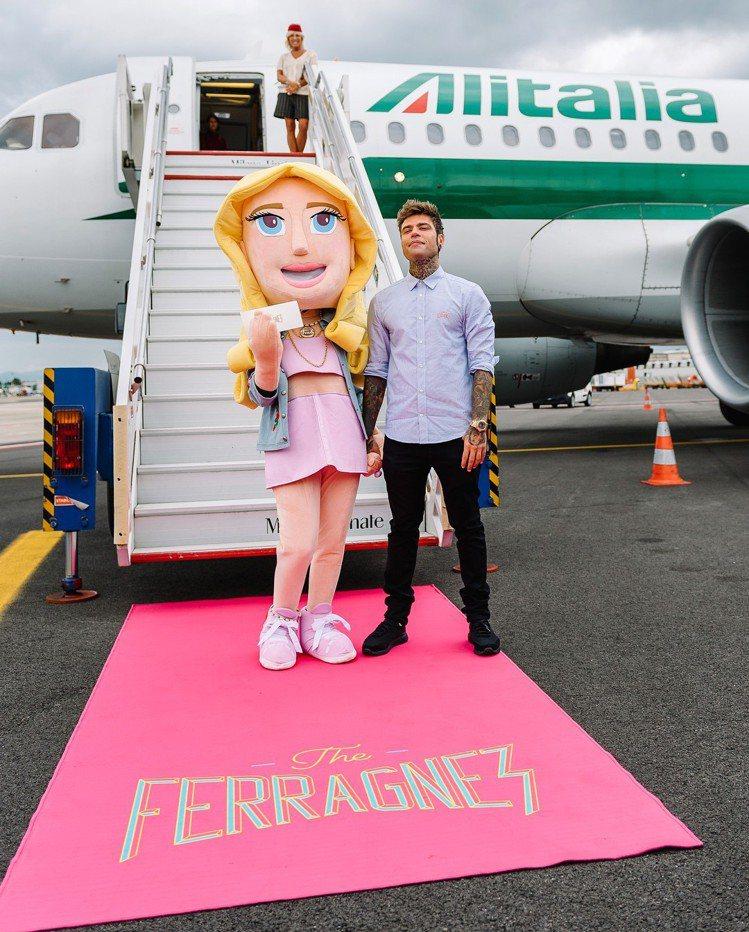 親友團飛去西西里島婚宴場地,由義大利航空贊助包機。圖/擷自instagram