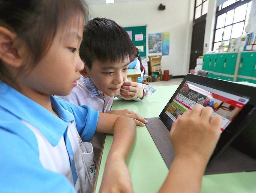 偏鄉學校不缺高檔數位硬體,缺乏有人教導他們如何正確使用數位資源。圖片與報導當事人...
