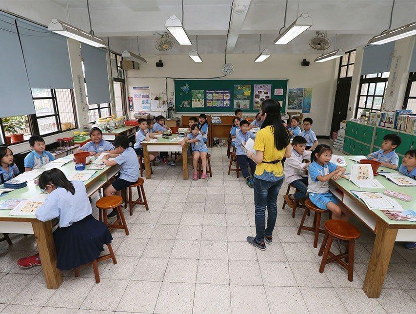 孩子的生活裡有重要他人支持,才能靜下心好好學習。圖片與報導當事人無關。