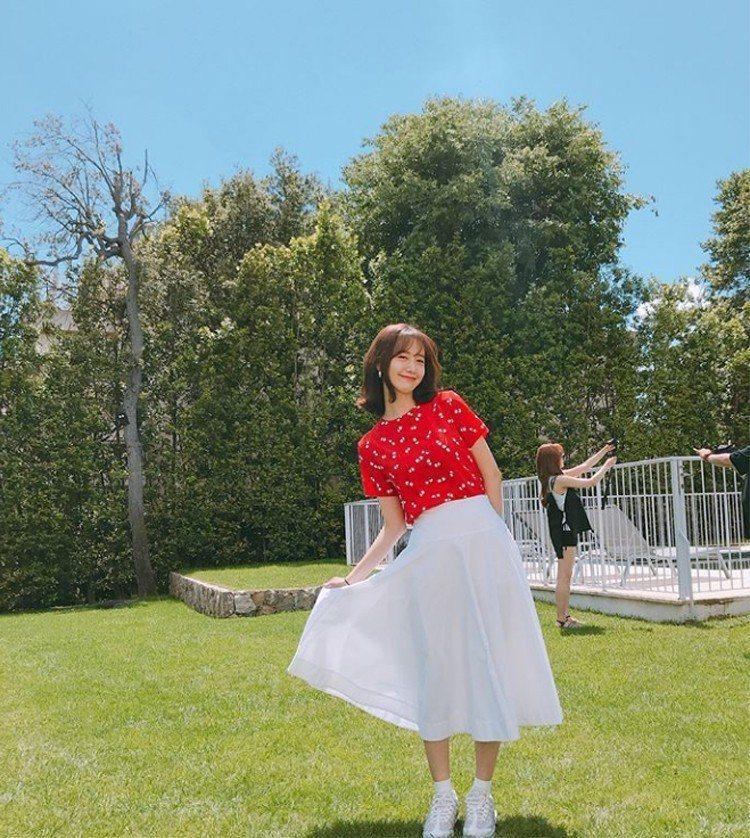 少女時代小分隊Oh!GG成員潤娥在社群網站分享了在法國拍攝小分隊真人秀《GIRL...