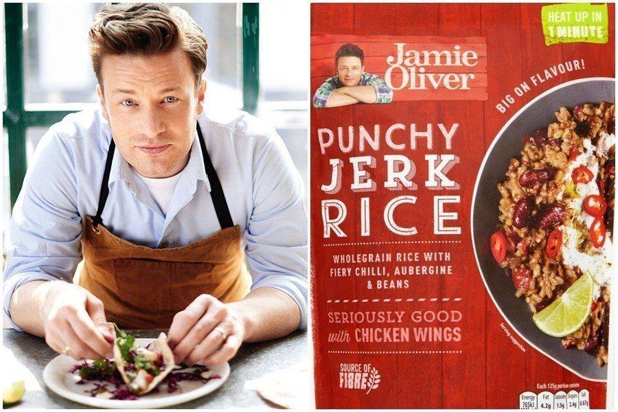 但傑米奧利佛(左)推出的品牌微波食品「Punchy Jerk Rice」(右),...