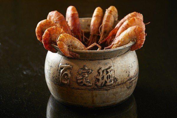 招牌胡椒蝦使用斯里蘭卡進口白胡椒,極入味口感。