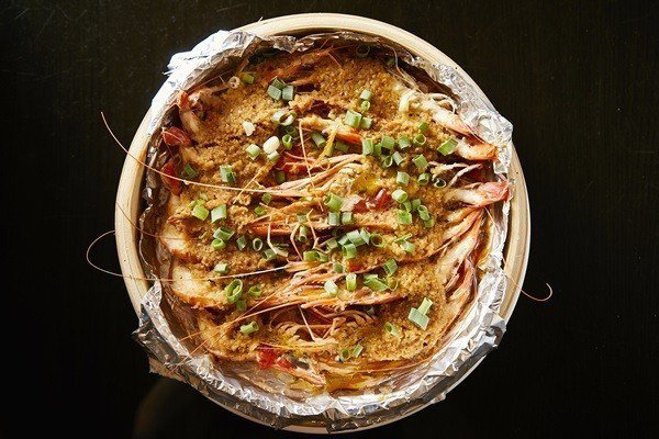 一口感受蒜泥蝦滿滿蒜蓉味。