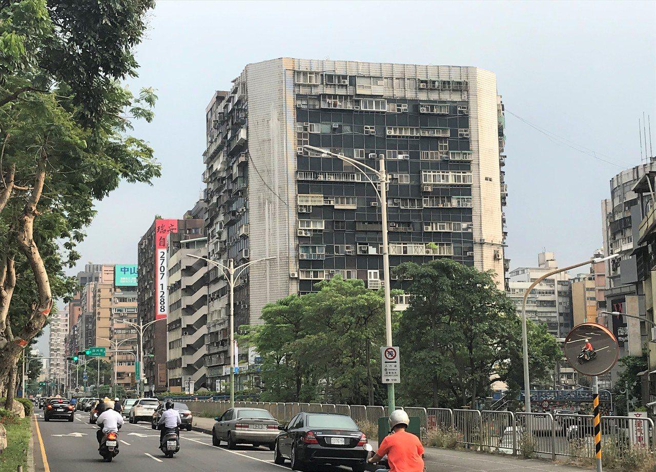 錦新大樓 記者游智文/攝影