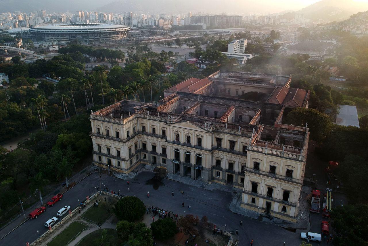 巴西博物館遭遇無情大火焚燒,火勢雖已撲滅,但建物內部已成廢墟,僅剩外牆矗立。法新...