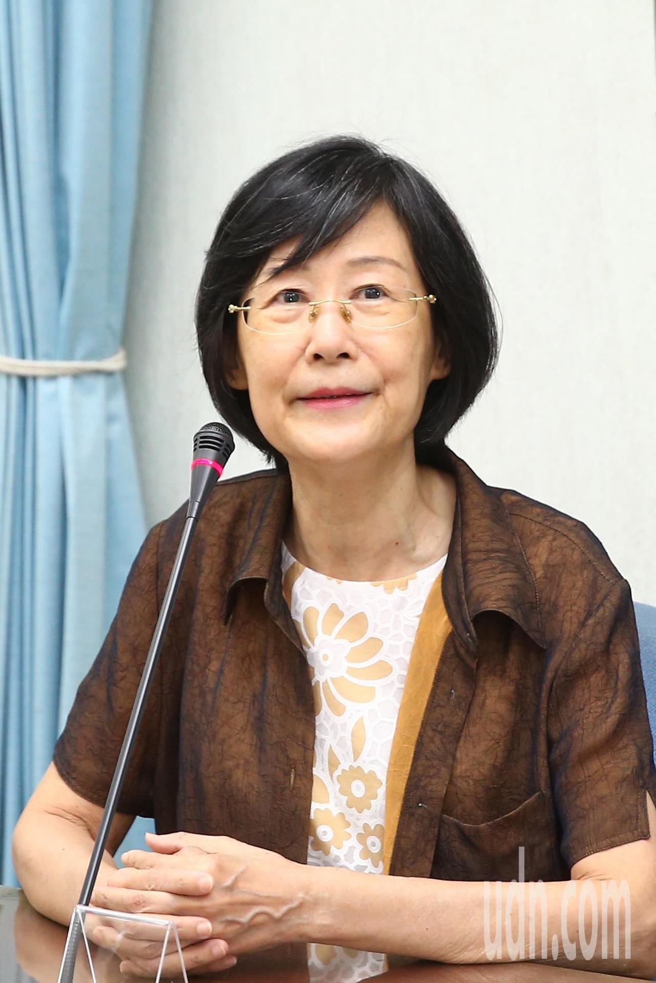 法務部前部長羅瑩雪上午被問到對蔡政府日前執行死刑的看法,她說這次的執行有點怪怪的...