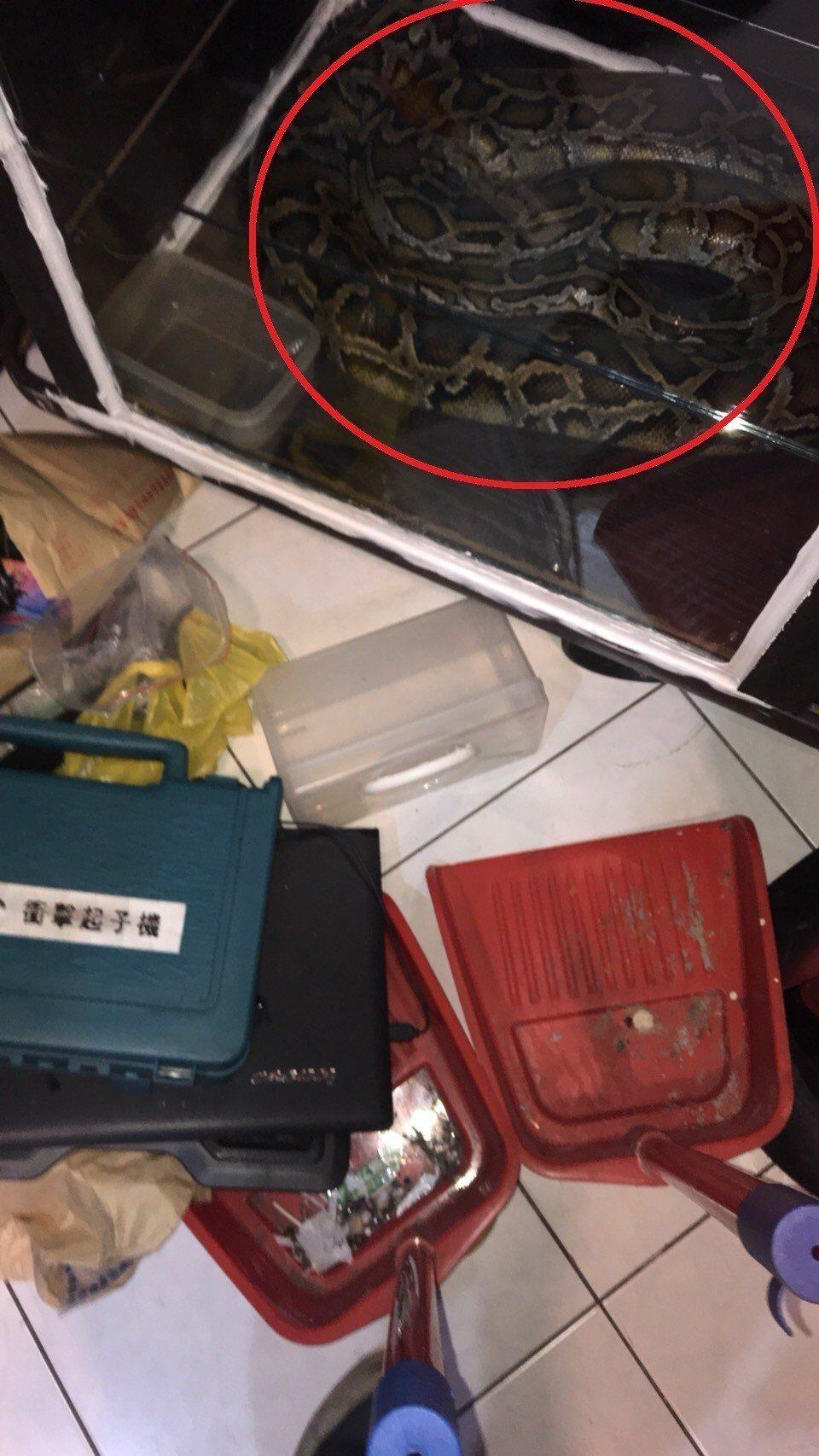 新北市中和警方與桃園市龍潭警方合作,昨天凌晨在桃園市龍潭區一處偏僻公寓查獲3名毒...