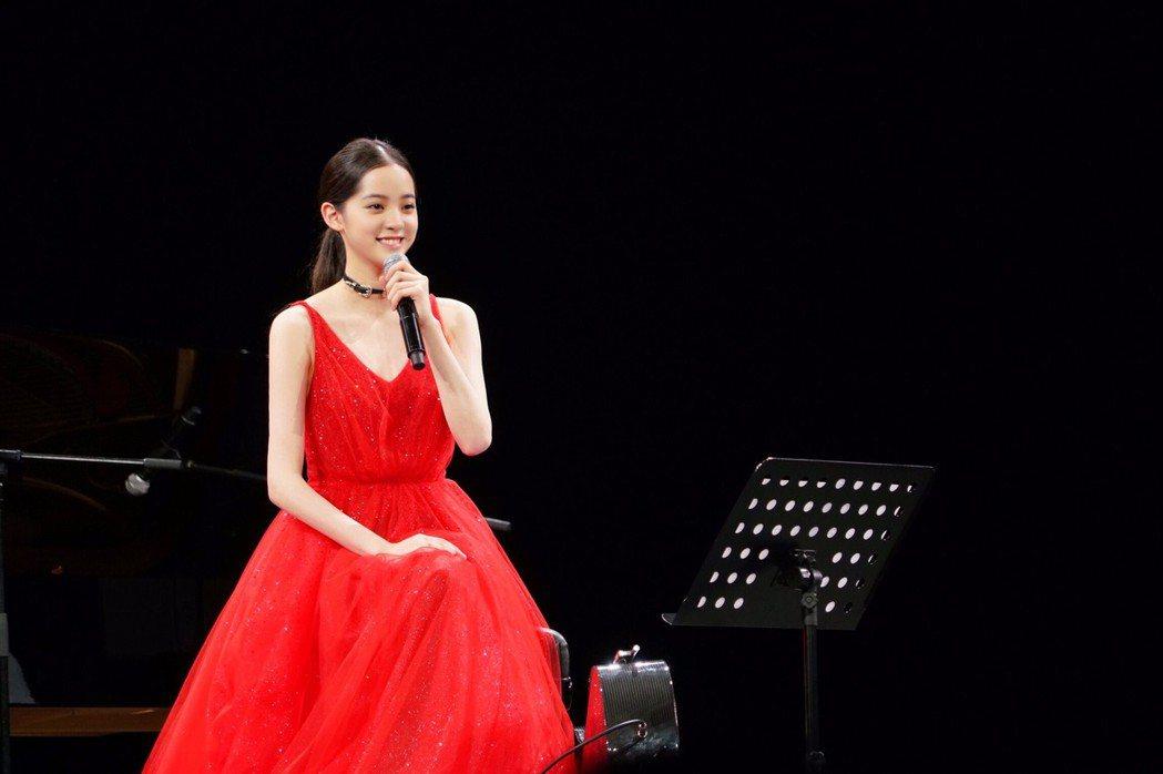 歐陽娜娜在15天內完成9場「18跨界巡迴音樂會」。圖/摘自IG