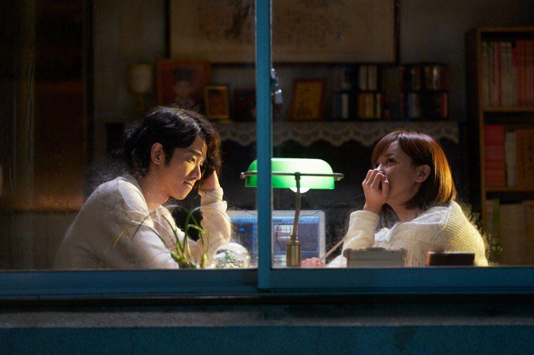 劉以豪(左)、陳意涵(右)主演新片「比悲傷更悲傷的故事」入選釜山影展Open C