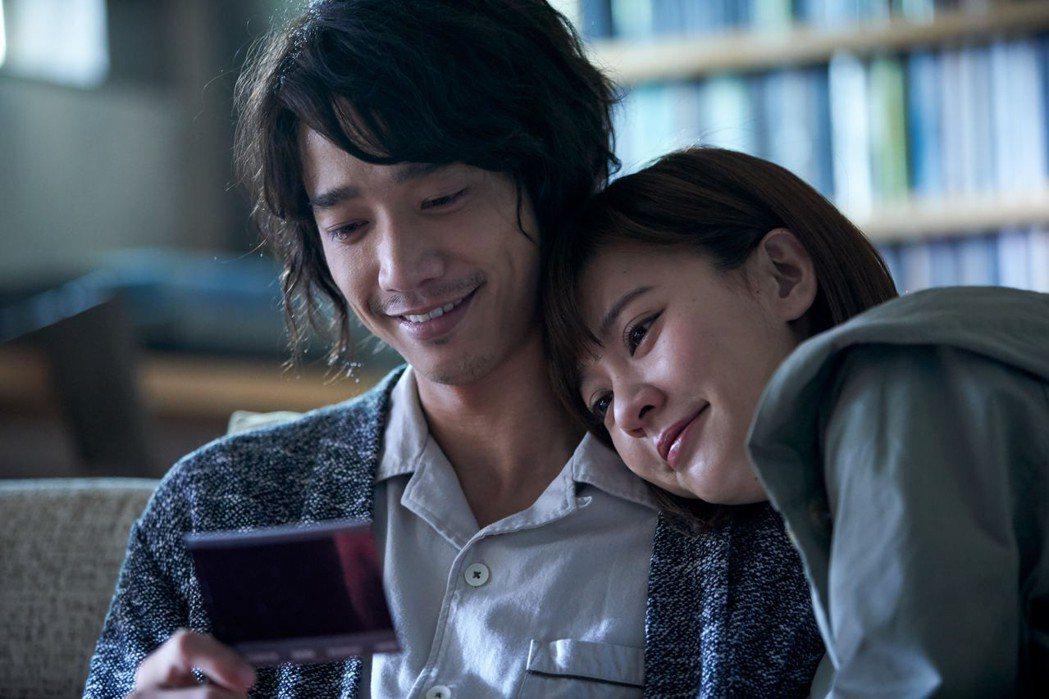 劉以豪(左)、陳意涵(右)主演新片「比悲傷更悲傷的故事」入選釜山影展Open C...