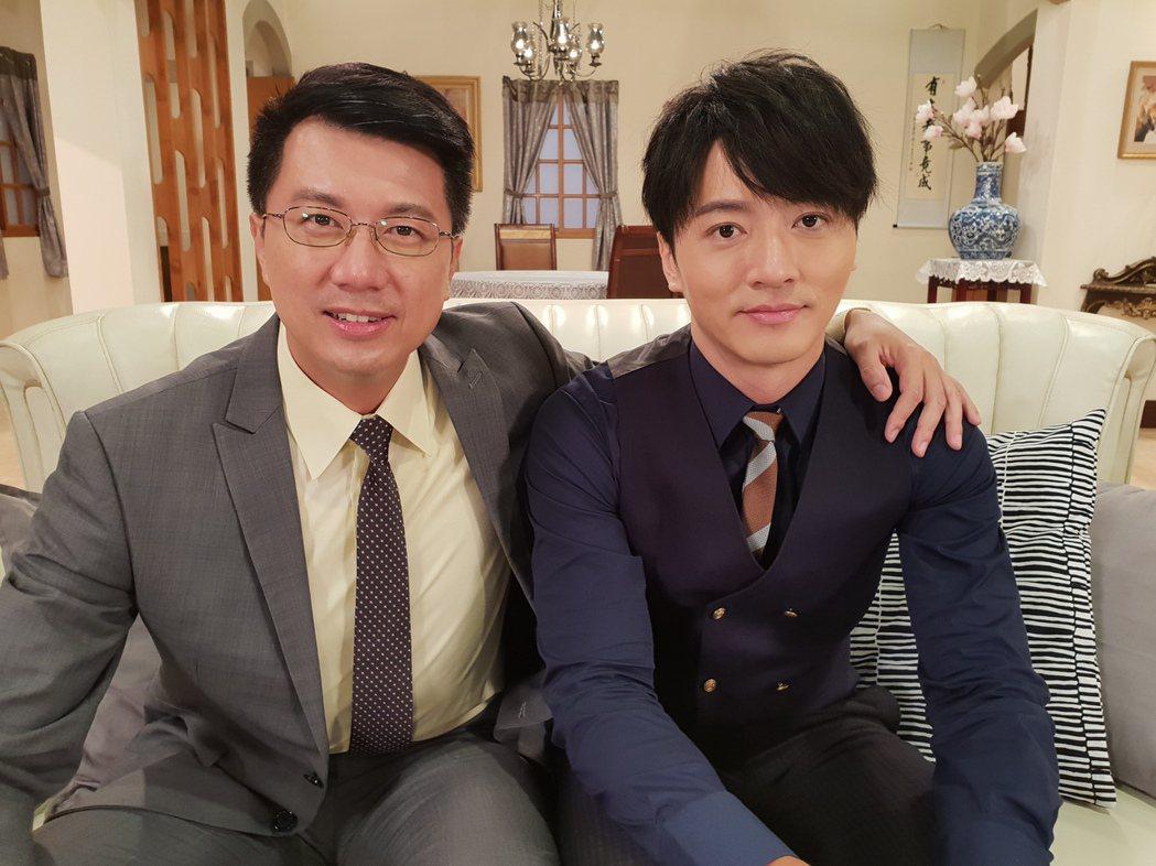 吳皓昇(左)、馬俊麟在「大時代」中飾演父子。圖/民視提供