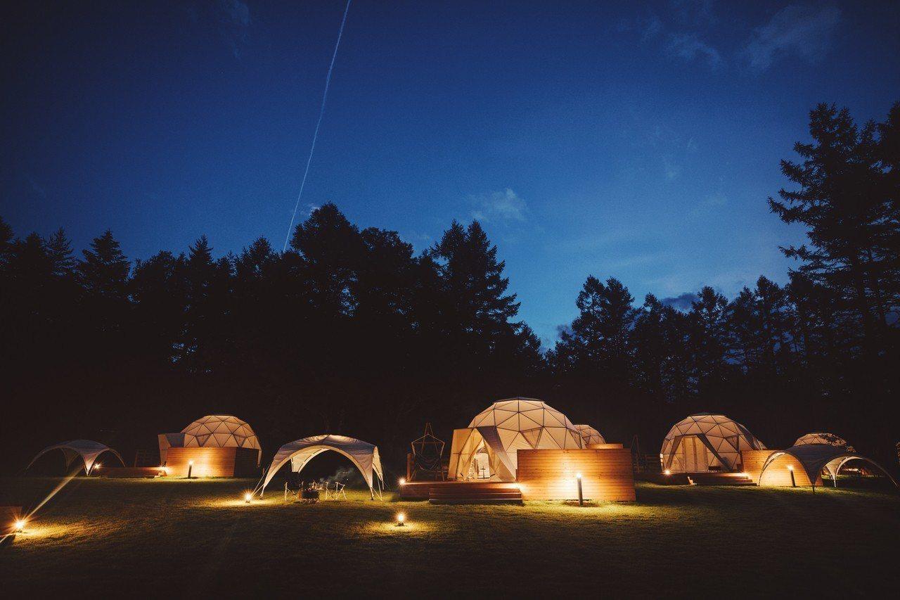 圓頂帳棚在夜間散發不同魅力。圖/PICA Fujiyama提供