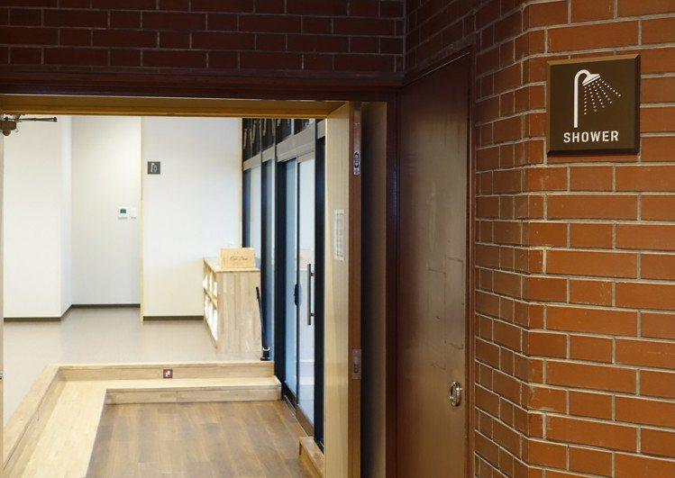 活動中心提供舒適的盥洗空間。記者張芳瑜/攝影