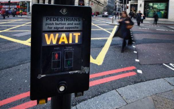 倫敦街頭的行人穿越道按鈕。 (法新社)